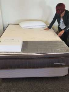 Rana near a nest bedding hybrid latex mattress