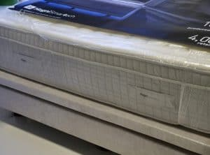 Magni Smartech Handles on each side of the mattress