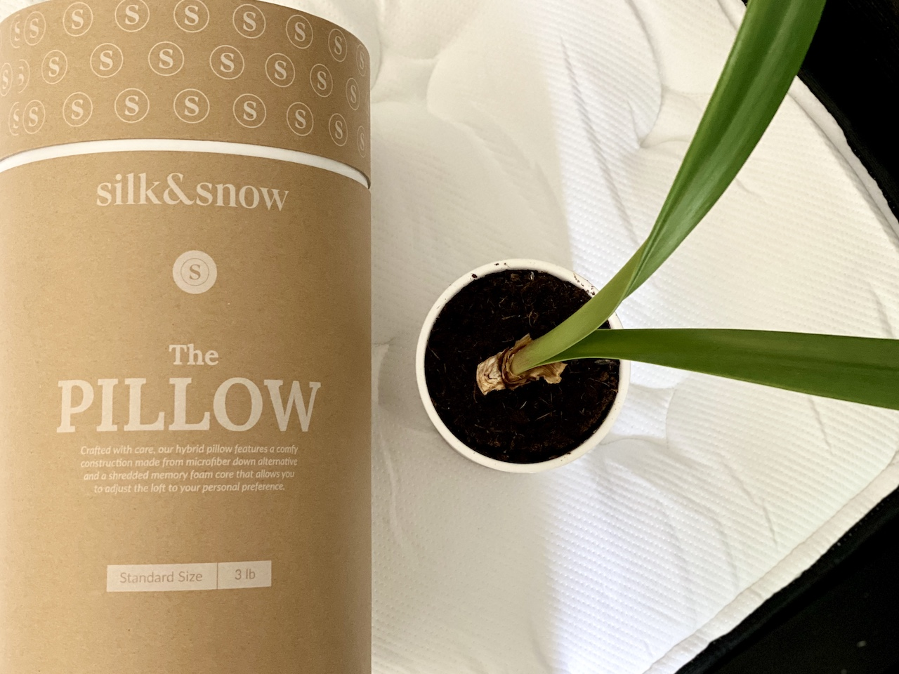 Silk & Snow Hybrid Pillow Review